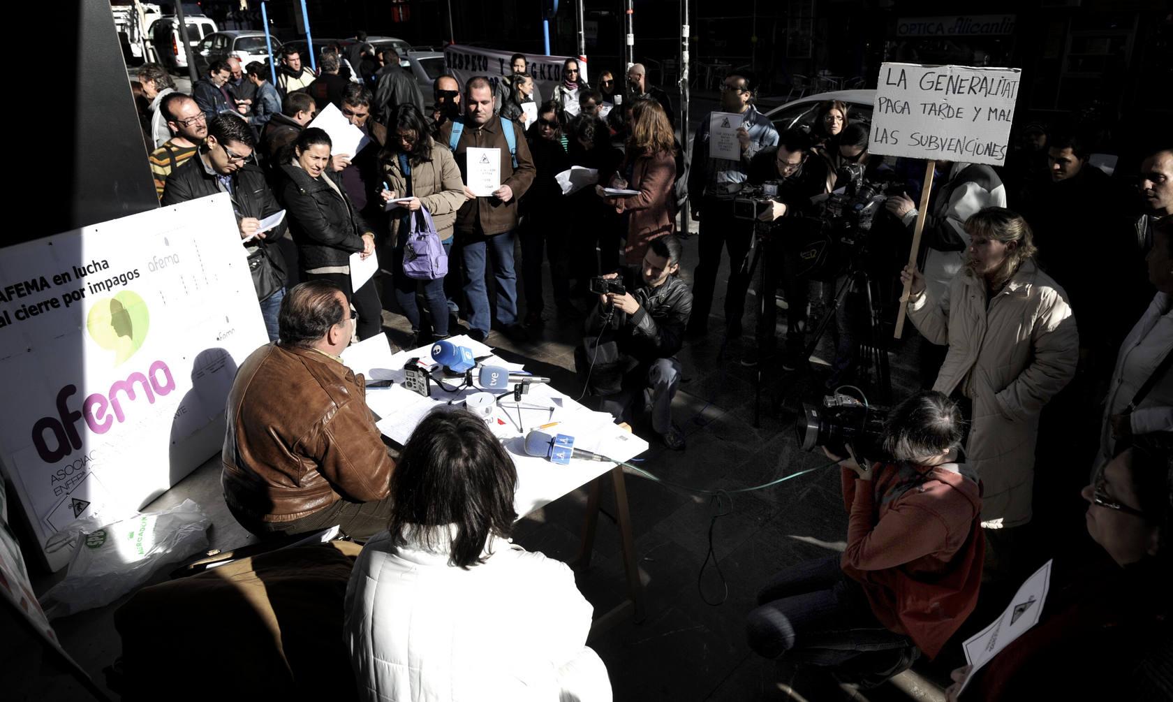Afema protesta frente al Prop por los impagos del Consell
