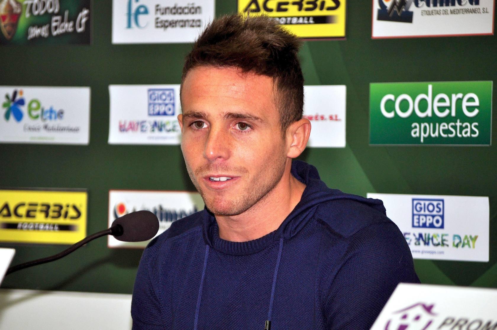 Presentación de Aarón Ñíguez como nuevo jugador del Elche