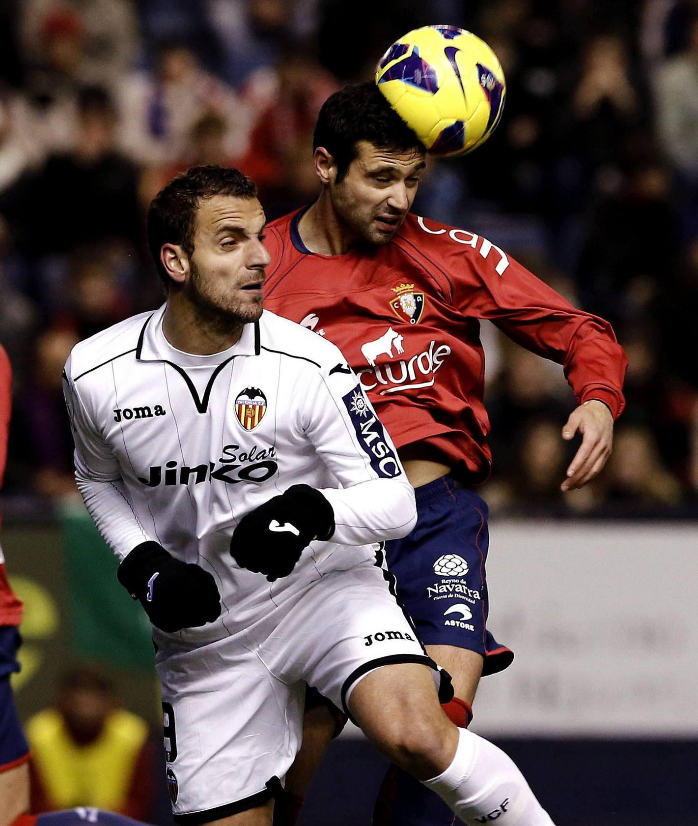 El Valencia gana en Pamplona