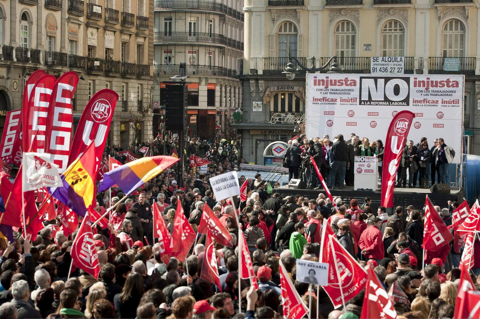 Miles de personas se manifiestan contra la reforma laboral