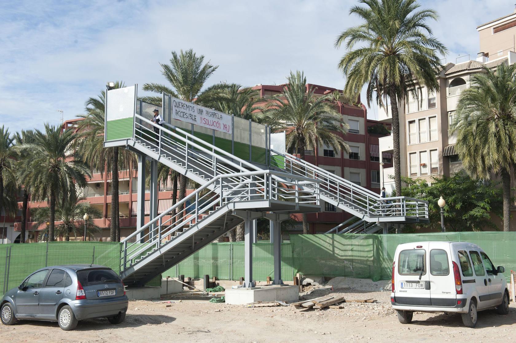 Pasarela y accesos a la obra del AVE en el centro de Orihuela