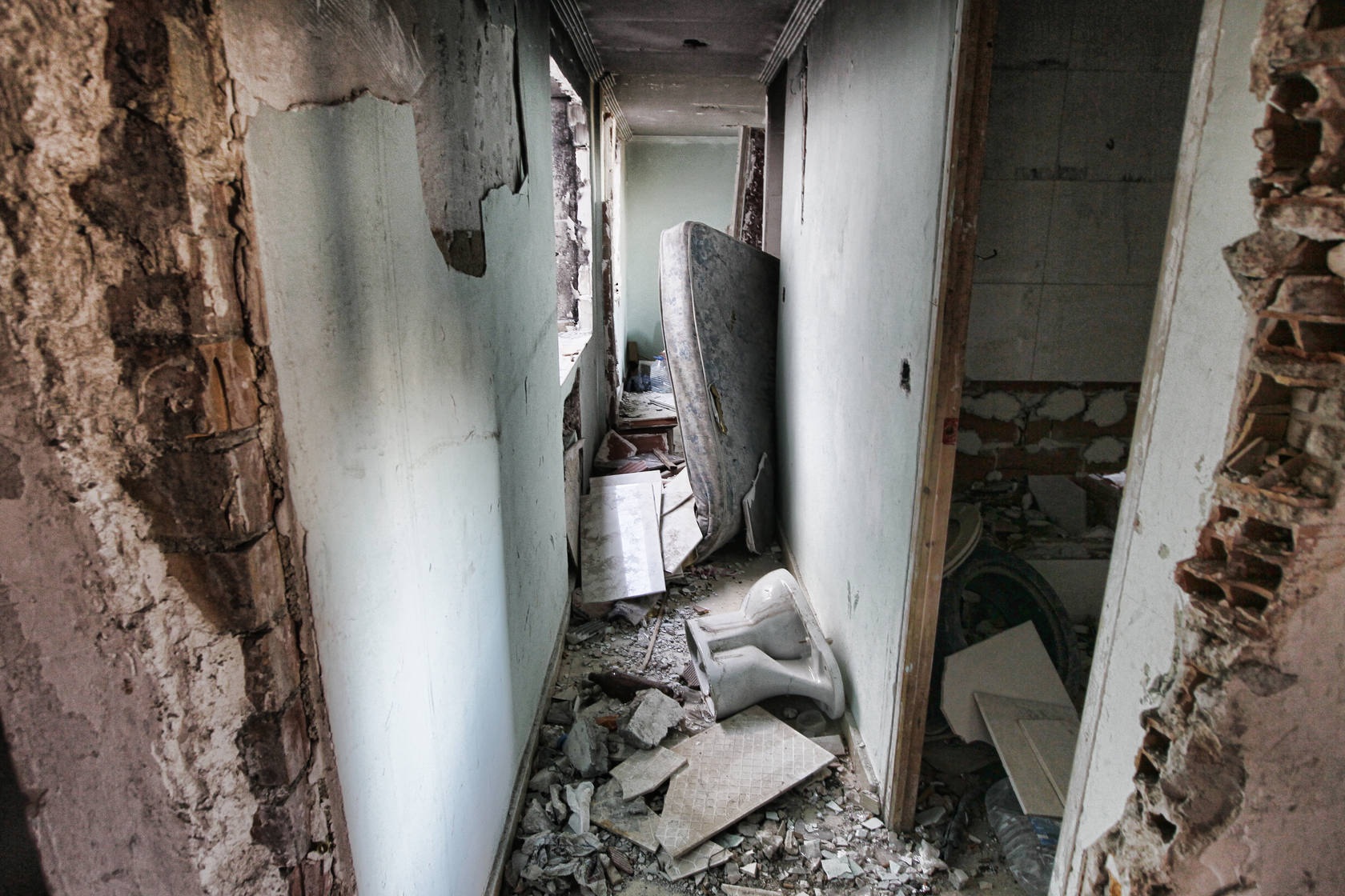Número 14 del pasaje Arcipreste de Hita: pisos en estado deplorable y ocupados