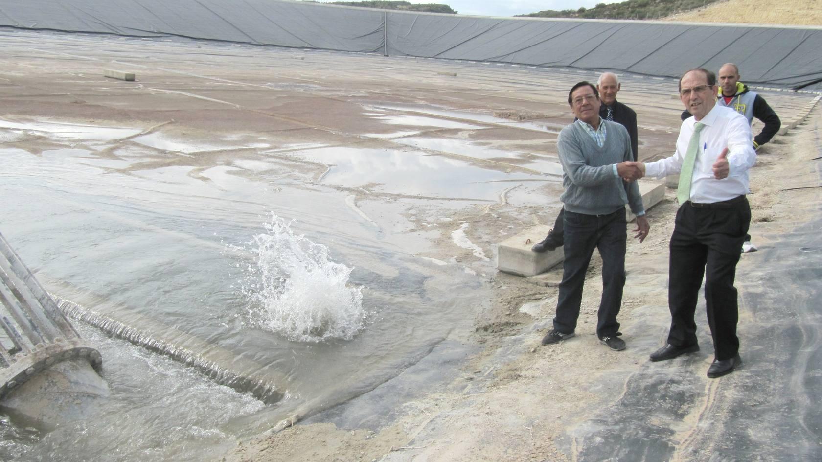 Llegada del agua del Júcar al embalse de Elche