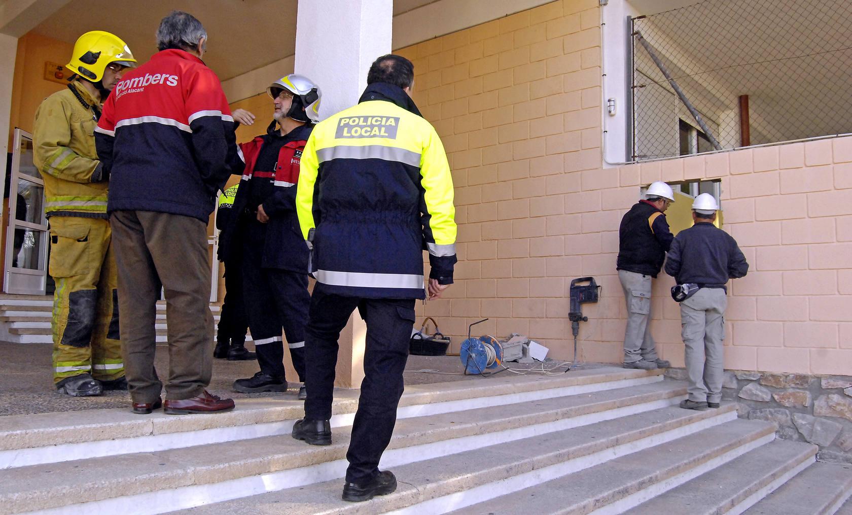 Nueve niños y una profesora heridos tras derrumbarse el suelo de un aula en Santa Pola